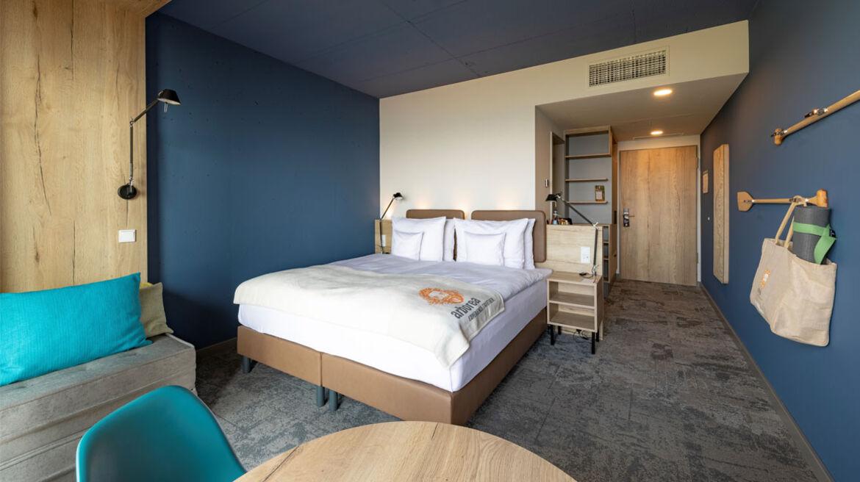 Bettkopfteile und Möbel bepolstert mit Kunstleder skai Parotega NF smoke im Arborea Marina Resort, Neustadt