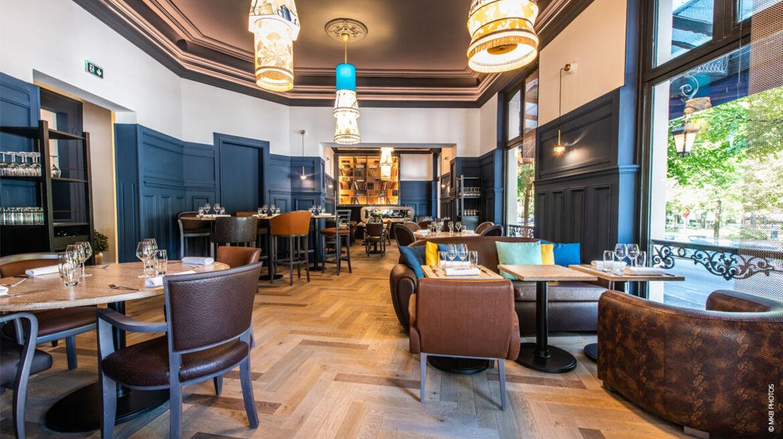 Sitzgelegenheiten und Barstühle bepolstert mit skai Kunstleder im Restaurant Continental Hôtel, Reims