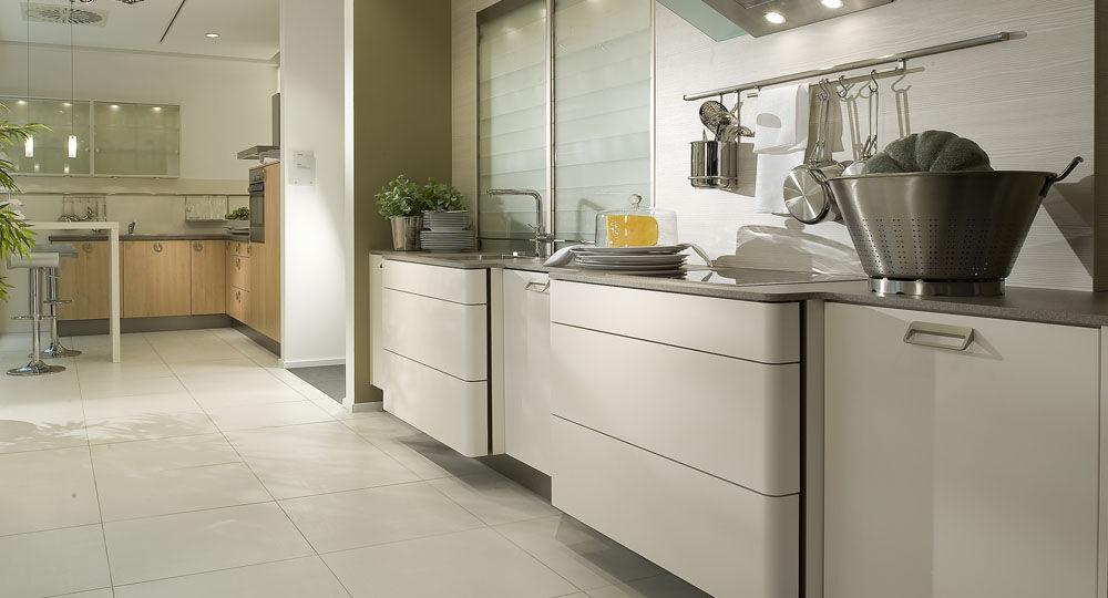 Möbelfolie in weiß & hellbeige in Küche Opaco Magnolie