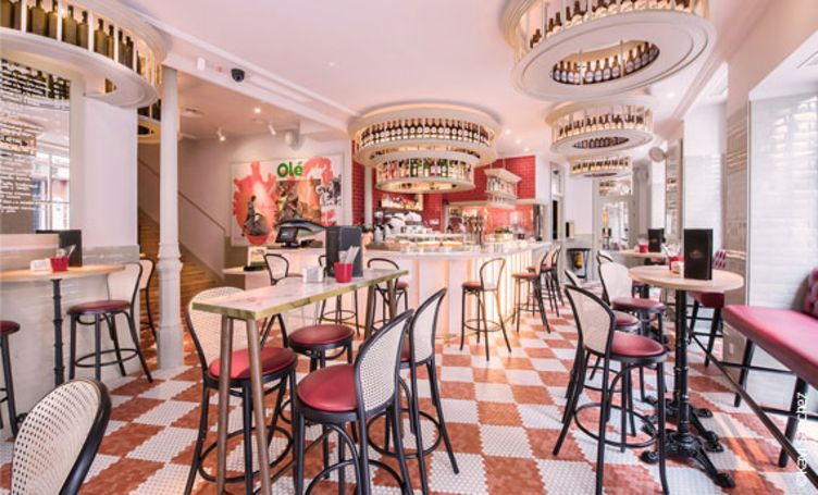 Restaurantstühle bepolstert mit Kunstleder skai Pavinto carmine im Restaurant El Clásico, Madrid