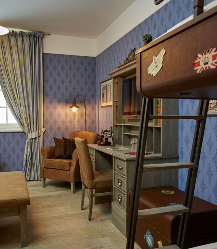 Möbel, Bestuhlung, Bettkasten, Sitzbänke, Bettkopfteile mit skai Kunstleder im Europapark Hotel Krønasår - The Museum Hotel