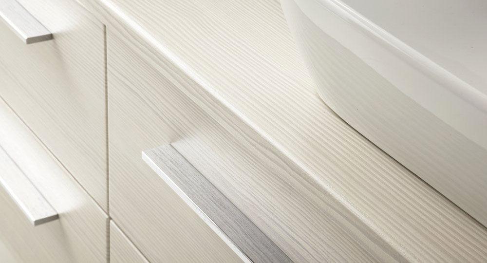 Möbelfolie in weiß & hellbeige in Badezimmer Avola cremweiss