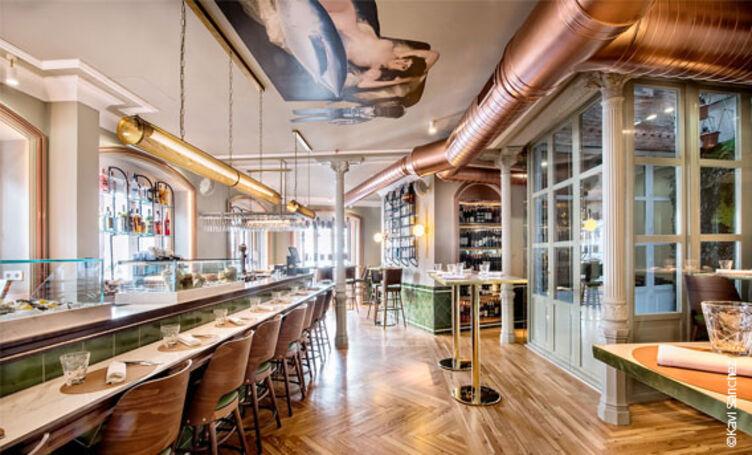 Wandbespannung bespannt mit Kunstleder skai Bresta country im Restaurant El Clásico, Madrid
