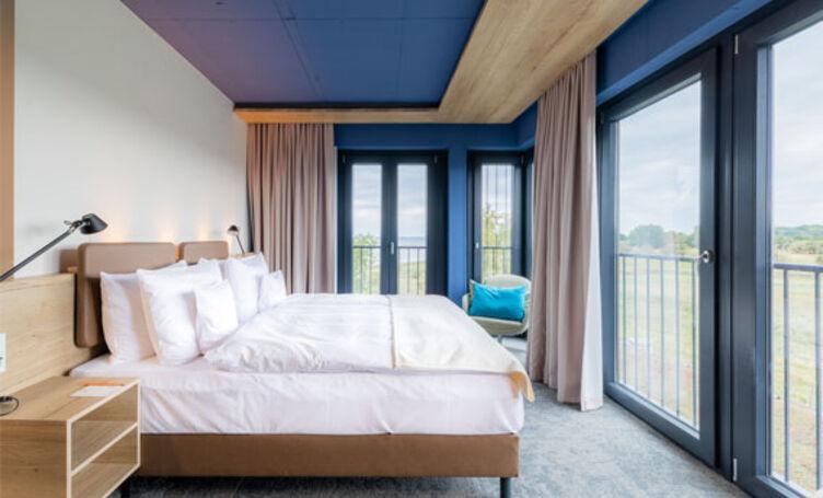 Bettkopfteile bepolstert mit Kunstleder skai Parotega NF smoke im Arborea Marina Resort, Neustadt